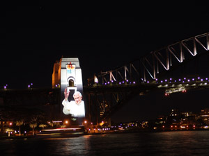 Das Konterfei von Papst Benedikt auf der Harbour Bridge.