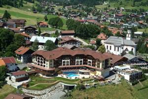 Das Hotel liegt mitten im Dorfzentrum und überzeugt in jeglicher Hinsicht. - Foto: Hotel Post