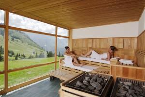 Traumhafter Ausblick: aus der Sauna auf das Oberjocher Bergpanorama.