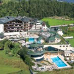 Das erste Haus am Ort: die Fünf-Sterne-S-Wellness-Residenz Schalber in Serfaus. – Foto: Hotel Schalber
