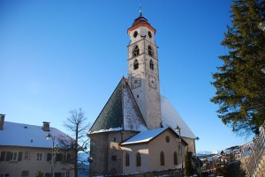 Die Pfarrkirche zu den Heiligen Ulrich und Wolfgang wurde vor über 500 Jahren errichtet. – Foto: Helene Thaler
