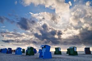 Strandkörbe am Strand von Warnemünde.