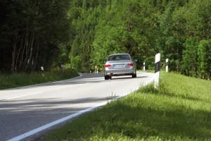 Das Thema KfZ-Versicherung sollte man bei der Reise ins Ausland unbeding beachten. Foto: © istock.com/FreezingRain
