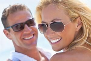 Ohne die passende Sonnenbrille sollte es nicht in den Urlaub gehen. Foto: © istock.com/dmbaker