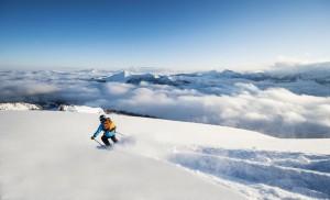 Eine Tiefschneeabfahrt über den Wolken – Herz was willst du mehr. - Foto: Altenmarkt-Zauchensee Tourismus