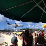 Maho Beach: Beim Landeanflug empfiehlt es sich, den Kopf einzuziehen …