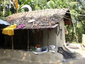Hütte im besuchten Dorf.