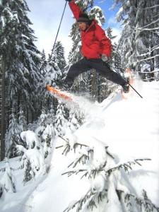 Schneeschuhwanderer kommen am Ochsenkopf, Waldstein, Epprechtstein oder Kornberg voll auf ihre Kosten. - Foto: Tourismuszentrale Fichtelgebirge