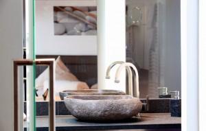 """Luxus auf 40 m² bietet das Studio Steinzeit. - Foto: Logis-Hotel Landhaus """"Am Hirschhorn"""" Wilgartswiesen"""