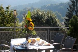 """Ausgefallene Tischdekorationen gehören zum Standard. - Foto: Logis-Hotel Landhaus """"Am Hirschhorn"""" Wilgartswiesen"""