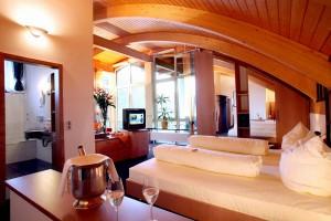 """Die Adlerhorst-Suite ist etwas ganz Besonderes. - Foto: Logis-Hotel Landhaus """"Am Hirschhorn"""" Wilgartswiesen"""