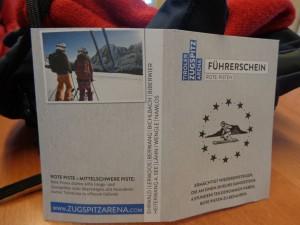 """Jeder, der den Skikurs erfolgreich abschließt, erhält den """"Rote-Pisten-Führerschein"""". - Foto: Dieter Warnick"""