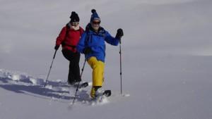 Schneeschuhwandern ist eine genussvolle Herausforderung, vor allem wenn man der Spurenleger ist