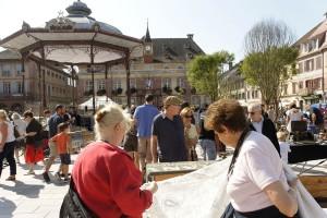 Viel geschaut wird auf dem Trödelmarkt von Belfort. Foto: Philippe Martin