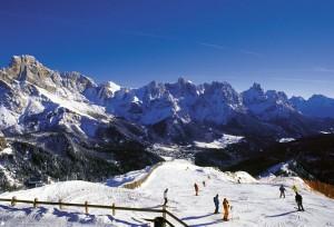 Eine Kulisse wie im Bilderbuch bilden die schroffen Berge ...