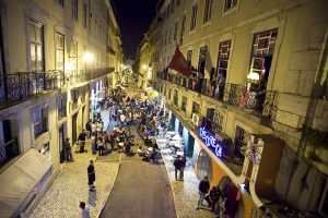 Auf den Straßen von Lissabon ist jede Menge geboten. - Foto: Turismo de Lisboa