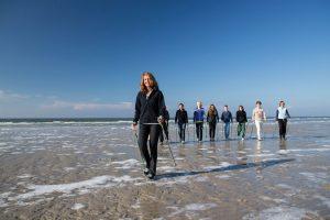 Thalasso aktiv: Eine frische Meeresbrise bei einem langen Strandspaziergang macht den Kopf frei und bringt den Kreislauf in Schwung.