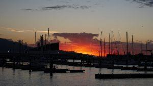 Sonnenaufgang am Hafen von Ponta Delgada.