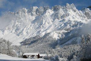 Wenn das Massiv des Wilden Kaisers schneeweiß ist, herrschen in der gesamten Tiroler Ferienregion ideale Bedingungen für Wintersportler. - Foto: Ferienregion Wilder Kaiser