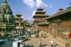 Tempelanlage in Kathmandu. Jahrhundertealte Tempel und Kultstätten wurden durch das Erdbeben in Nepal zerstört. Allein im Tal der Hauptstadt Kathmandu gab es sieben Weltkulturdenkmäler. Hoffnung auf Wiederaufbau gibt es kaum. Foto: Gebeco