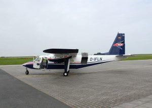 """Neben den Inselfliegern (Bild) bedient auch die OFD den Verkehr zu den Inseln oder auch zwischen den Inseln. Dieses Foto zeigt das Flugzeug vom Typ BN 2 Britten Norman """"Islander"""". Es hat zweimal 300 PS und verfügt über neun Sitzplatze. - Foto: Katja Benke"""