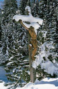 Selbst im Winter muss der Heiland eine große Last tragen.