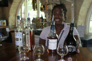 """Rum-Tasting mit Barkeeperin Deborah in der """"Foursquare Distillerie""""."""