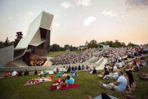Die Open-Air-Bühne Wolkenturm im Schlosspark Grafenegg zählt unter Kennern zu den akustisch interessantesten Spielorten Europas. - Foto: Klaus Vyhnalek