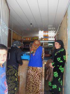 Lebensmittelladen am Wegrand.