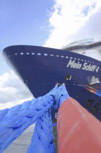 Die Mein Schiff 4 liegt vor Anker (Bild: Oliver Richter)