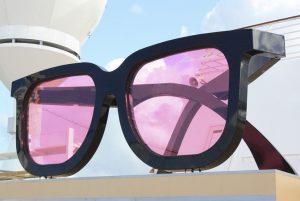 Die große rosarote Brille auf Deck 15 (Bild: Oliver Richter)