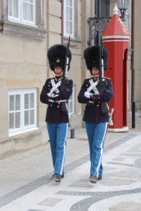 Soldaten der Königlichen Leibgarde vor Schloss Amalienborg (Bild: Oliver Richter)
