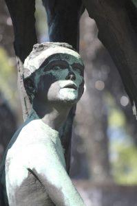 Das Spiel von Licht und Schatten lässt die Skulptur zum Leben erwachen (Bild: Oliver Richter)