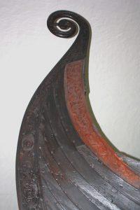 """Teil eines Drachenbootes im Wikingerschiffmuseum """"Vikingskiphuset"""" (Bild: Oliver Richter)"""