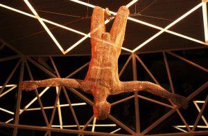 """Der funkelnde """"Trapeze Artist"""" in der Diamant-Bar auf Deck 5 (Bild: Oliver Richter)"""
