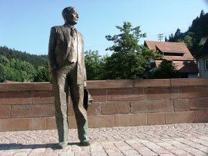 Die Hermann-Hesse-Statue steht in Calw. - Foto: Tourismus GmbH Nördlicher Schwarzwald
