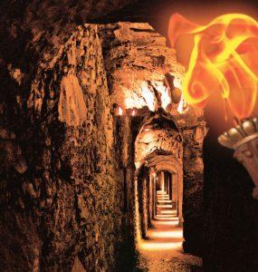 Dillenburg: Die Verteidigungsanlagen auf dem Schlossberg sind in ihren Ausmaßen ein in Deutschland einzigartiges unterirdisches Verteidigungssystem mit Bollwerken und Wehrgängen (Kasematten) aus dem 15. /16. Jahrhundert. Dank der im Jahr 2011 installierten LED-Beleuchtung können die Kasemattenin einer neuen Dimension erlebt werden. Die ausgefeilte Lichtinszenierung begeistert. –Foto: Peter Patzwald