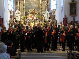 Konzert Ave Maria im Rahmen der Murnauer Kulturwoche. Der Staffelseechor Murnau hat es sich zur Aufgabe gemacht, alle Bereiche der Vokalmusik abzudecken.