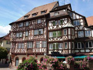 Mosbach: Das Palm'sche Haus stammt aus der Renaissance-Zeit und zählt zu den Schönsten seiner Art in ganz Deutschland. Der dreistöckige Erker sowie die vielen Schmuckelemente machen es besonders reizvoll. – Foto: Stadt Mosbach