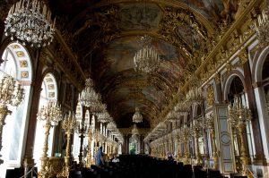 Der Spiegelsaal von Schloss Herrenchiemsee wird zur Kulisse für anspruchsvolle Musikerlebnisse. Foto: Regine Körner