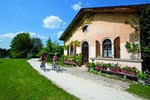 Bei einer Radtour im Altmühltal kommen die Biker jede Menge zu sehen. - Foto: Naturpark Altmühltal