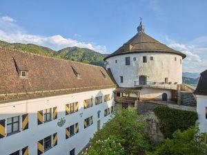 Das Wahrzeichen der Stadt ist die Festung. Sie zählt zu den imposantesten mittelalterlichen Bauwerken Tirols. - Foto: TVB Kufsteinerland / Lolin