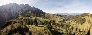 Schier endlos scheint sich das Kaisergebirge hinzuziehen. Es hat sowohl für Kletterer und Bergsteiger als auch für Wanderer eine große Bedeutung. - Foto: TVB Kufsteinerland / W9studios