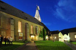 """In Begleitung eines """"Nachtwächters"""" führt zur Abendstunde ein besonderer Rundgang quer durch Brixens alte Mauern. Die Stadt ist voll von Orten mit besonderer Ausstrahlung."""