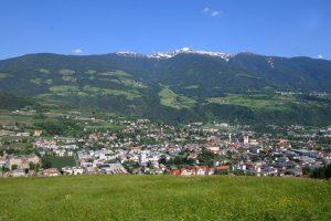Brixen ist nicht nur im Sommer einen Besuch wert, auf der Plose (im Hintergrund) lässt es sich auch vorzüglich Skifahren.