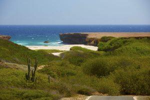 Versteckte Buchten bieten windgeschützt Zugang zum Meer, hier Boca Prins Landscape. - Foto: Aruba Tourism Authority