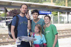 Schnell am Ziel: Mit Zug und S-Bahn unterwegs in den Kitzbüheler Alpen. - Foto: Gerhard Berger