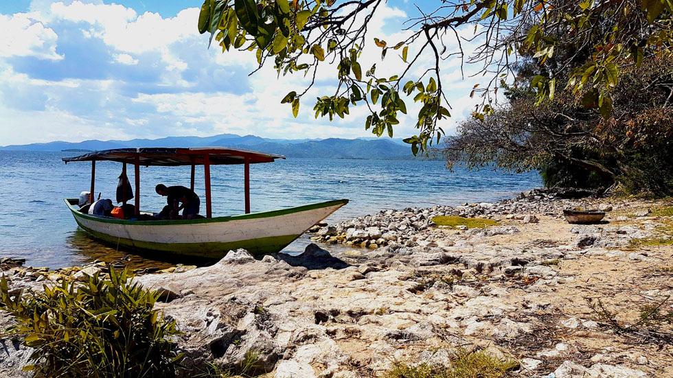 Unterwegs auf dem Kivu-See - los geht's.