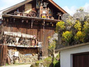 Der Lötschmüllerhof – hier ein Nebengebäude – ist seit 1840 im Besitz der Familie Maier. - Foto: Dieter Warnick