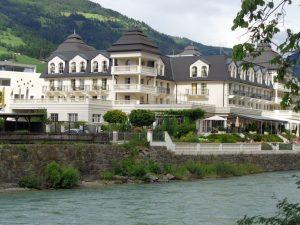 Nicht zu übersehen ist das Grandhotel von Lienz. - Foto: Dieter Warnick
